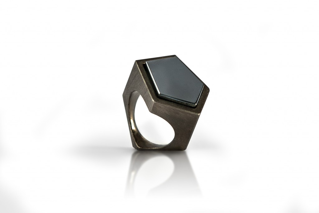 Mirror Ring – 2012 – Ag 925 Black Plated Synthetic Hematit